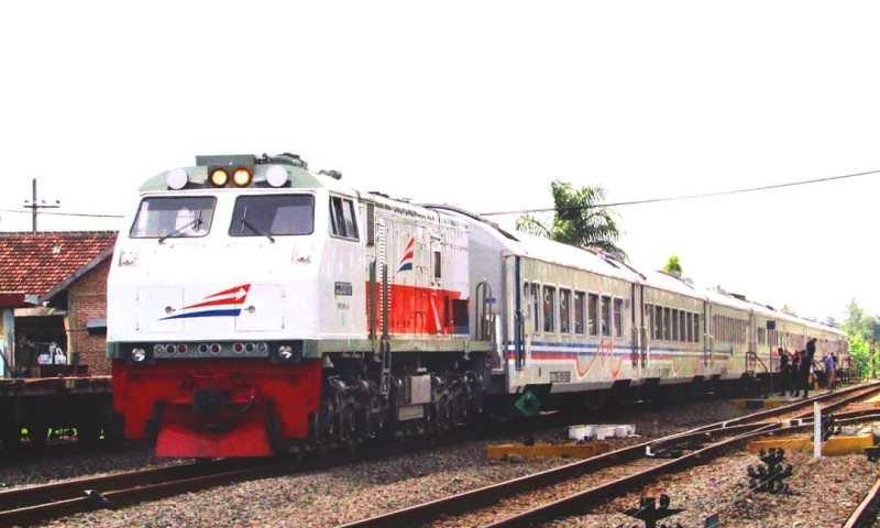 Jadwal Kereta Api Solo Jogja Naik Kereta Api Jarak Jauh Yang Melayani Rute Solo Jogja
