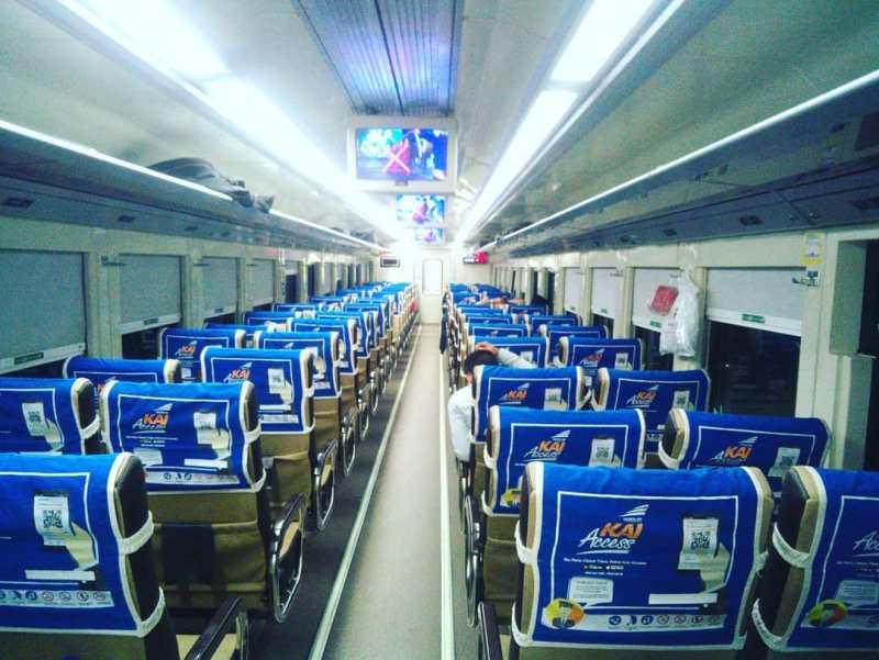 Jadwal Kereta Api Tawang Jaya Premium Terbaru, Rute, Harga Tiket! - Tempat duduk Kereta Api Tawang Jaya Premium Ekonomi.