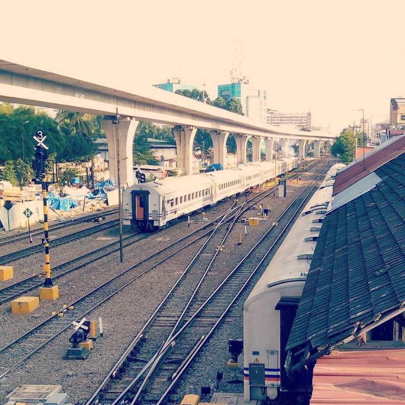 Stasiun Medan ini awalnya memiliki sembilan jalur kereta api dengan jalur 1 merupakan sepur lurus arah Binjai, sedangkan jalur 2 merupakan sepur lurus arah Pulu Brayan/Belawan.