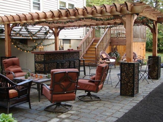 outdoor patio decor for the holidays