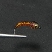 Oranssi Vinylrib larva mustalla pisteellä