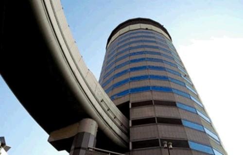 perirga.gr - Δρόμος μέσα από κτήριο
