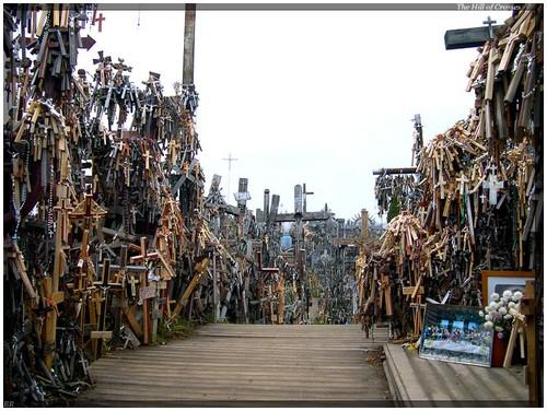 Perierga.gr - Dealul cu cruci