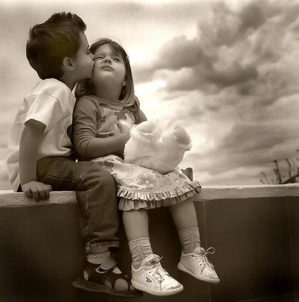 perierga.gr - Παιδικά... φιλιά γεμάτα γλύκα!