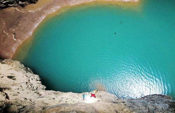 perierga.gr - Σπήλαιο με λίμνες ανακαλύφθηκε στην Κίνα!