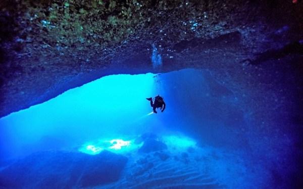 perierga.gr - Η μαγευτική εμπειρία της κατάδυσης σε υποβρύχια σπήλαια!