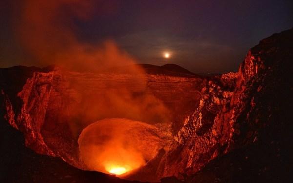 perierga.gr - Το ηφαίστειο Masaya στο φακό του φωτογράφου!
