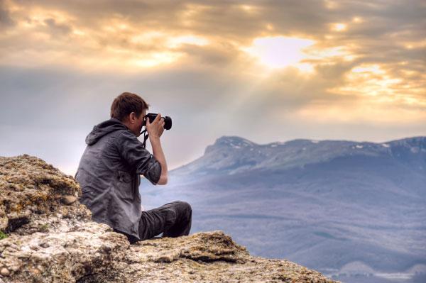 perierga.gr - Όσοι τραβάνε συνεχώς φωτογραφίες είναι πιο χαρούμενοι από εκείνους που τις αποφεύγουν!
