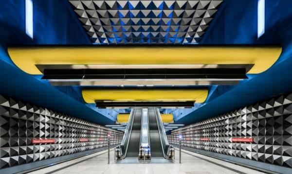 perierga.gr - Οι άδειοι σταθμοί τρένων είναι πολύχρωμα έργα τέχνης!