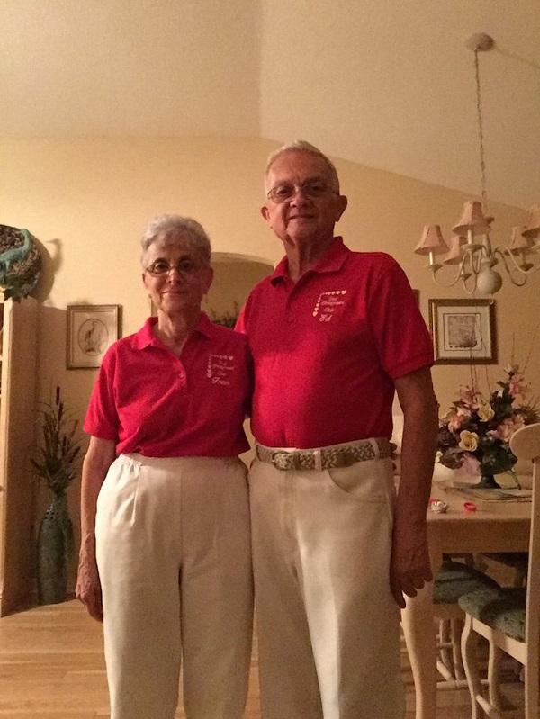 perierga.gr - Ζευγάρι ηλικιωμένων φοράει παρόμοια ρούχα κάθε μέρα!