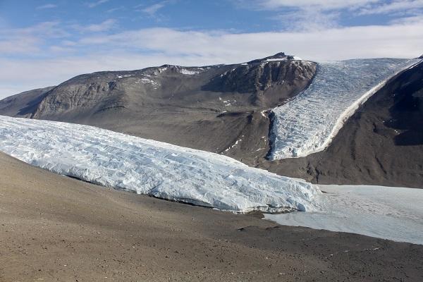perierga.gr - Σε ένα μέρος στην Ανταρκτική δεν χιονίζει ποτέ!