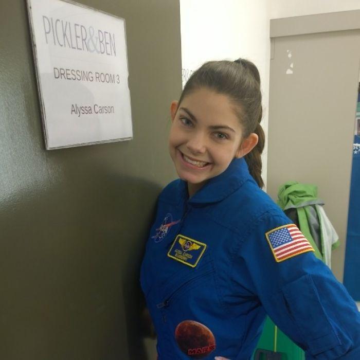 Perierga.gr - Μια 17χρονη ετοιμάζεται να πατήσει το πόδι της στον Άρη το 2033