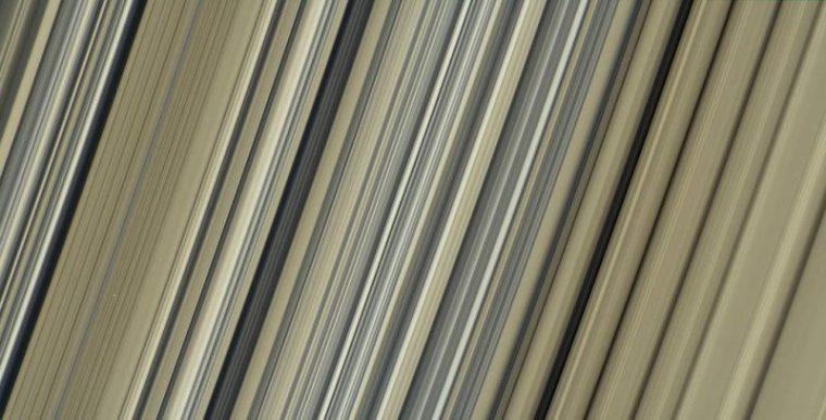 Perierga.gr - Ο Κρόνος μέσα από εντυπωσιακές φωτογραφίες που αποκάλυψε η NASA