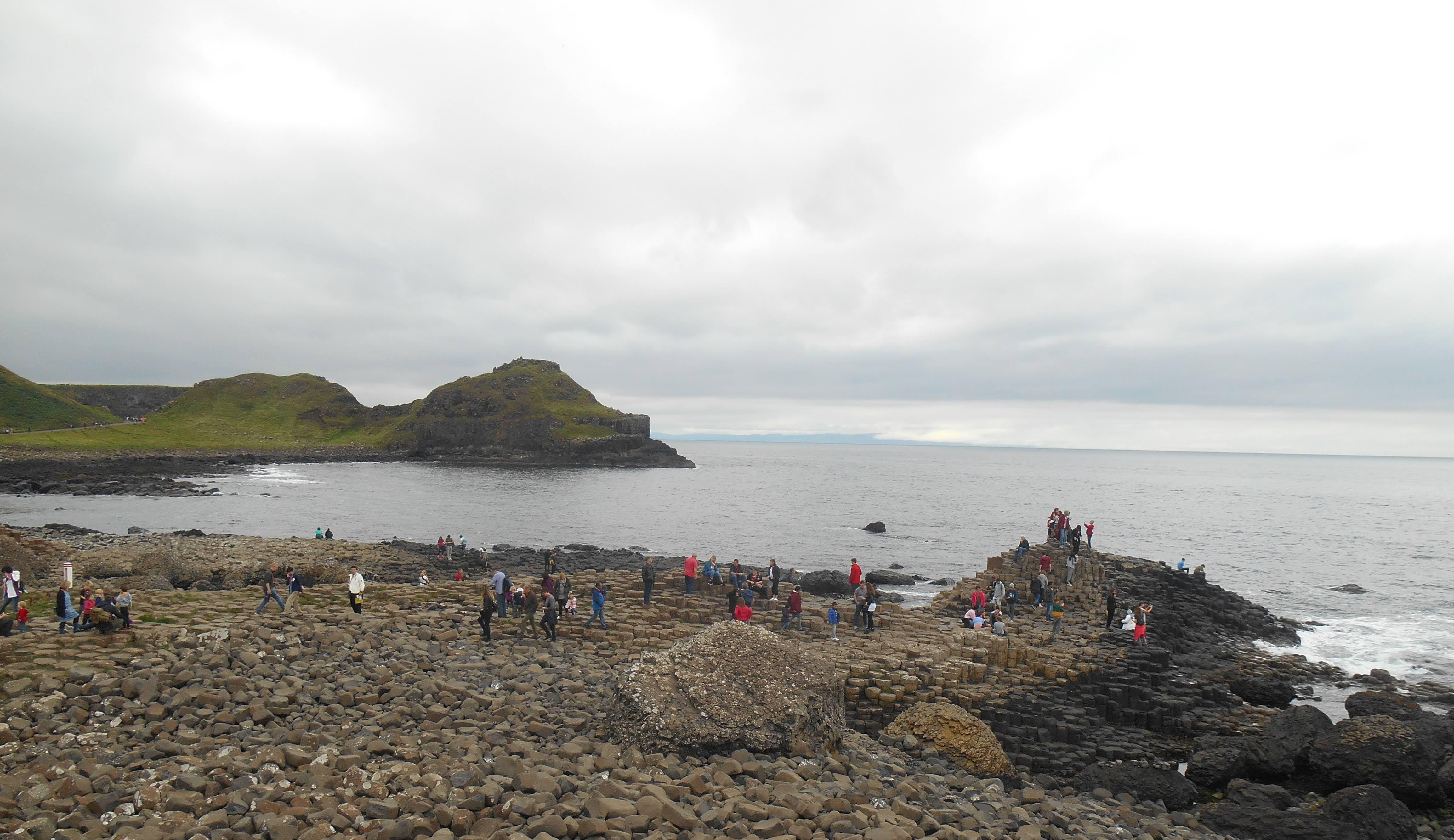 calzada-del-gigante-finn-mccool-leyendas-mitos-geologia-naturaleza-paisajes-viajes-irlanda-del-norte-gigantes-columnas-basalticas-basalto-erosion-volvanes-dark-hedges-fantasma-spire-dublin-daniel-o'connell-jim-lakin-william-smith-o'brien-juego-de-tronos-historia-carrick-a-rede-castillo-dunluce-celtas-gaelicos-fionn-mac-cumhaill-sorely-boy-mcconnell-isabel-felipe-catolicismo-protestantismo-religion
