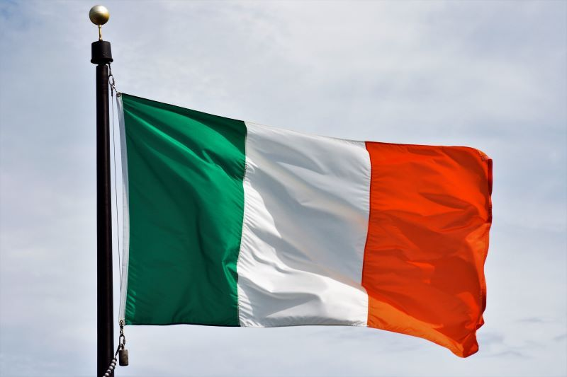 ireland-britain-celts-history-travels-emerald-isle-religion-catholicism-catholic-christianism-protestant-counter-reformation-protestant-england-french-revolution-1789-1799-irish-independence-united-kingdom-symbols-flag-act-union-1801-emancipation-daniel-o'connell-republic-nationalism-great-famine-potatoes-industrial-revolution-railway-flag-young-ireland