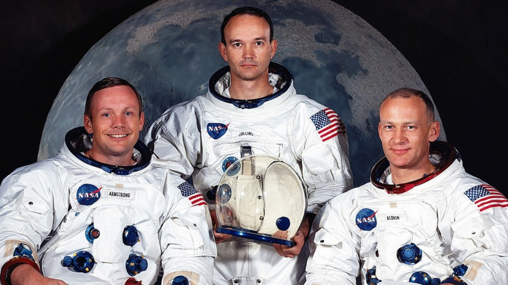 apollo 11-space race- neil armstrong -5 curiosities you didn't know about the apollo 11 - moon - buzz aldrin- first human being to urinate in the moon- first human to step on the moon
