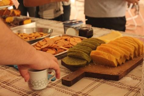 Tudo orgânico: café da manhã com produtos feitos a partir do que foi plantado no próprio sítio Paiquerê (Foto: Thiago Borges / Periferia em Movimento)