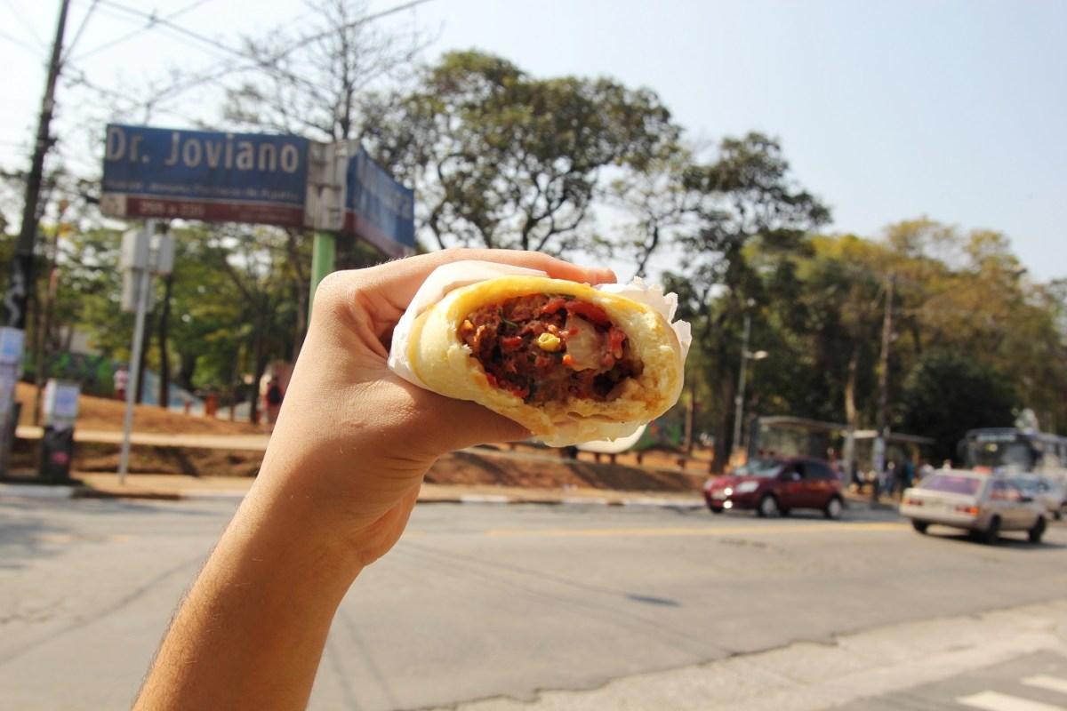 Lanchonete ao lado da praça do Campo Limpo é conhecida pela melhor esfirra de carne do planeta