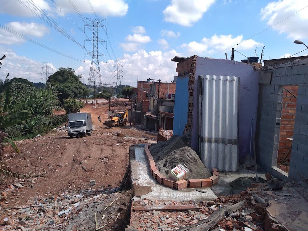 Grajaú: 60 famílias são removidas de moradias embaixo de torre de transmissão