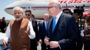 Nerendra Modi greeted by Attorney General  George Brandis ahead of the G20