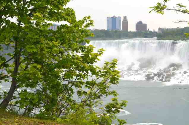 the falls with New York in the background