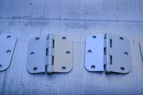 hinges with primer