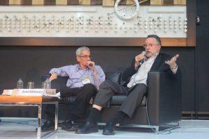 Azriel Bibliowicz y Orlando Serrano hablando de literatura en Ulibro 2016