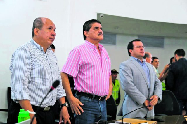 Pedro Nilson Amaya Martínez, primer vicepresidente del Concejo Municipal de Bucaramanga; Henry Gamboa Meza, presidente y Manuel Mora Cadena, segundo vicepresidente, se pronunciaron frente a los resultados del plebiscito del 2 de octubre. /FOTO MARÍA FERNANDA ACEVEDO SOLANO