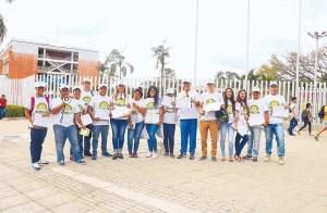 Equipo de voluntarios recolectores de firmas para la Consulta Ciudadana Anticorrupción. / FOTO CATALINA SERRANO ORDOÑEZ