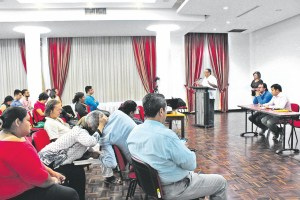 Una pregunta que surgió del público fue cómo desde Santander se acompañará al Catatumbo, pues las acciones paramilitares en esta región podrían convertirse en un problema para las conversaciones con el Eln. /FOTO SILVIA SERRANO PACHECO