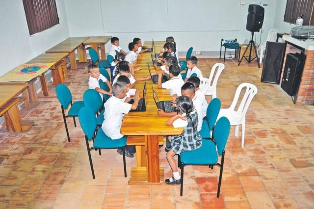 Estudiantes del colegio Llanogrande en su aula de informatica/Foto Alexandra Castillo Rueda