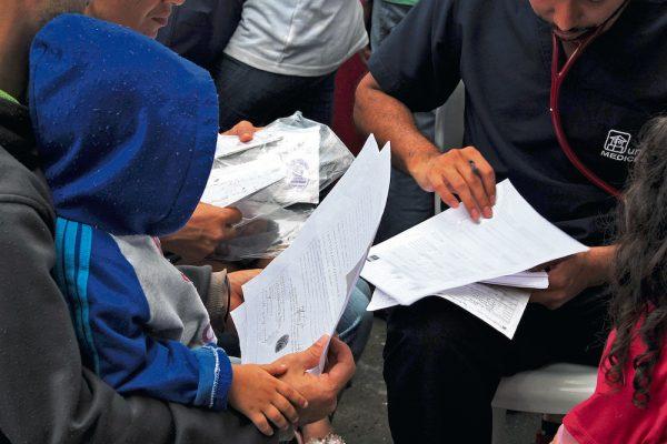 Según el secretario de Salud y Medioambiente de Bucaramanga, Carlos Alberto Adarme, se cuenta con un censo de 2.600 migrantes en la ciudad. Sin embargo, no se cuenta con registros sobre quiénes ingresaron de forma ilegal. /FOTO ANDREA DELGADO MOGOLLÓN