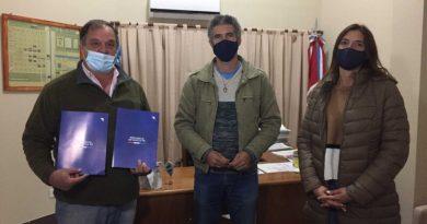 El gobierno provincial entregó casi $5 millones para pavimento en Villa Minetti