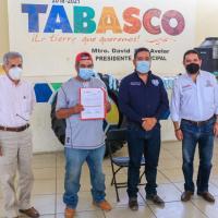 Entregan apoyos a Cooperativa de Pescadores de la presa El Chique