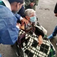 Doña María Pérez Carrillo de 90 años, recibe la vacuna Pfizer-BioNTech, al arrancar en Fresnillo 3er día de Jornada
