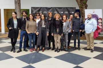 Representantes del cine gallego en el Festival de Sevilla, con Eloy Enciso segundo por la izquierda y Jaione Camborda a su izquierda.