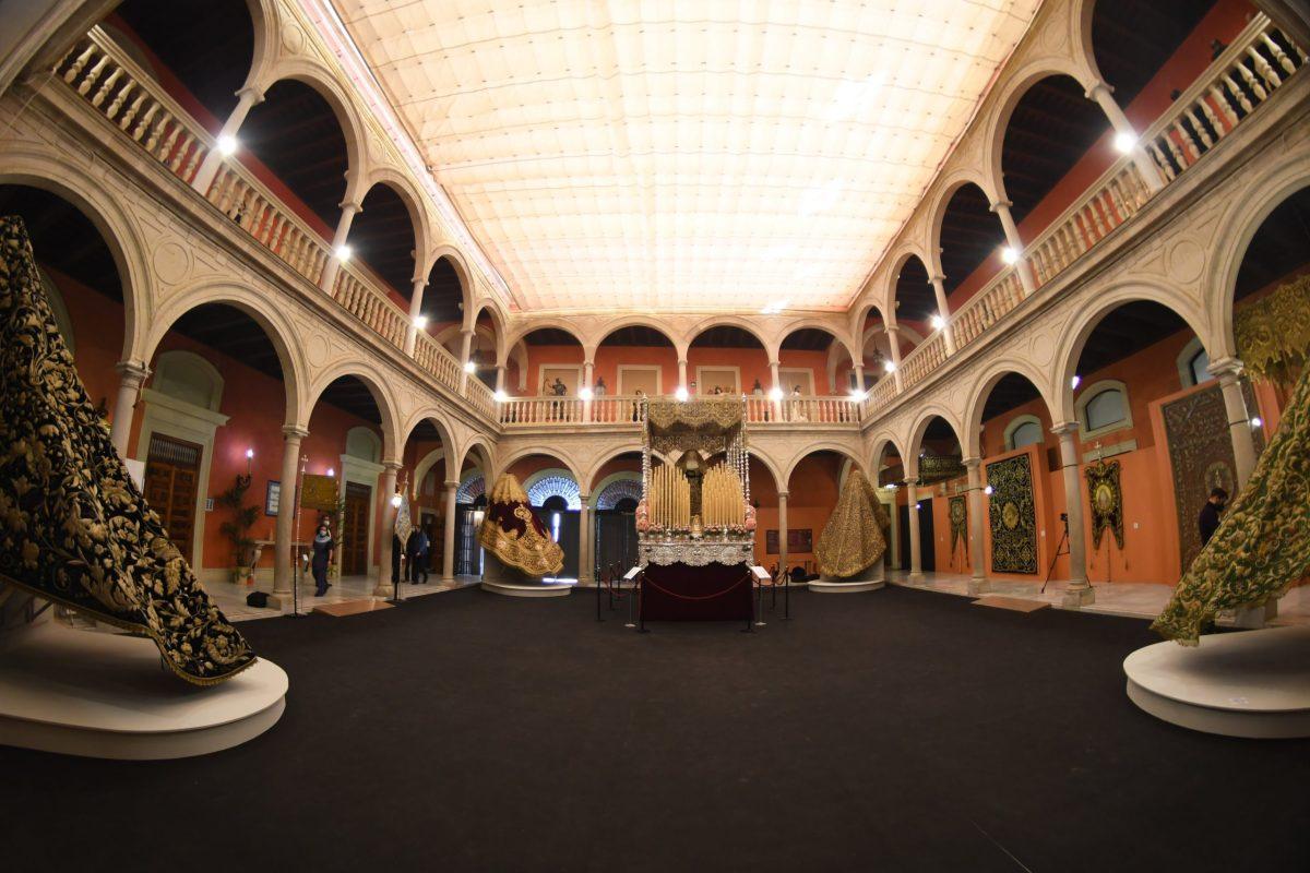 'In nomine Dei' la exposición que recoge el patrimonio de las 70 hermandades de la ciudad de Sevilla