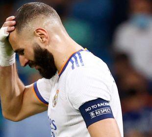Benzema lamentándose por una ocasión fallada