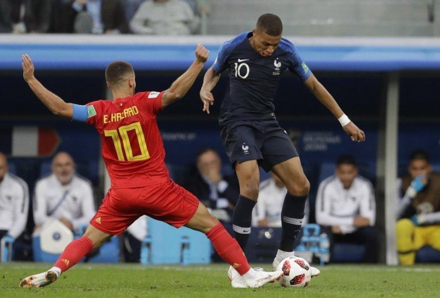 Mbappé regatea al belga Eden Hazard | Fuente: Petr David Josek (AP)