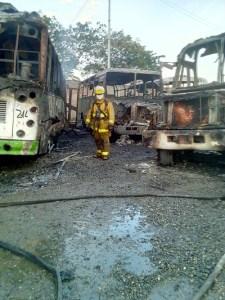 Incendio-buses-en-Villa-Rica-5 (1)
