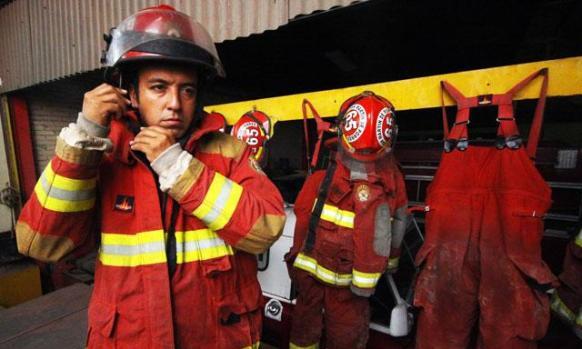 video-delincuentes-roban-equipos-medicos-a-bomberos