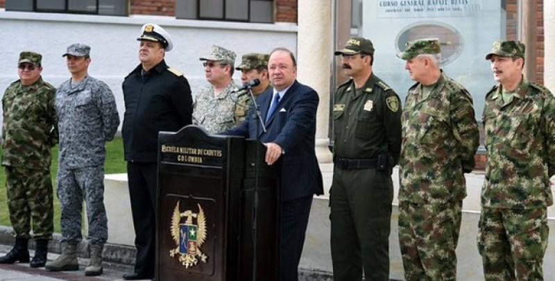 luis-cralos-villegas-mindefensa-los-altos-mandos-militares.