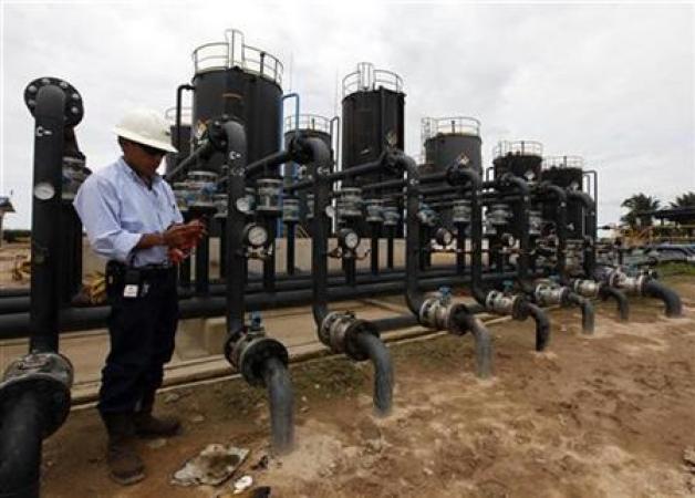 Imagen de archivo de una planta petrolera canadiense en Colombia. abr 26 2010. La producción petrolera de Colombia subió un 17,4 por ciento en septiembre a 798.000 barriles por día (bpd), su nivel mensual más alto en una década, informó el jueves la Agencia Nacional de Hidrocarburos (ANH).   REUTERS/Jose Miguel/Archivo