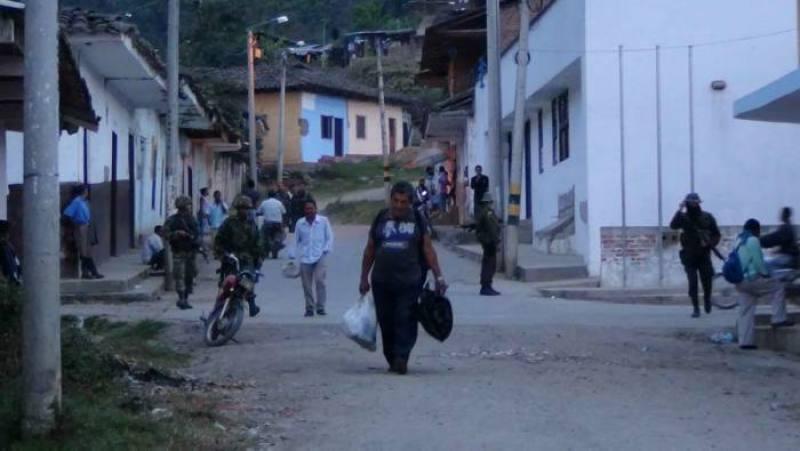 Más de 600 habitantes del municipio de Toribio, Cauca se encuentran desplazadas por el casco urbano de esa localidad,  como consecuencia de los hostigamientos de las Farc ocurridos durante las últimas 48 horas. (Colprensa – Javier Jules)