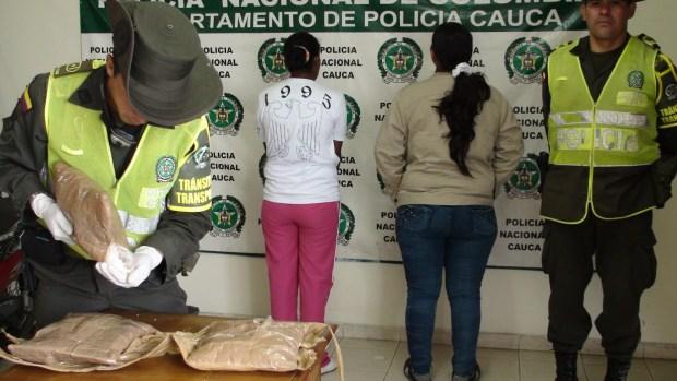 DOS MUJERES CAPTURADAS CON DROGA EN CAUCA (4)