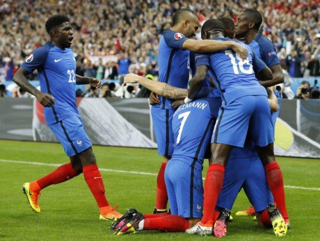 los-franceses-liquidaron-el-partido-en-el-primer-tiempo-_760_573_1380183