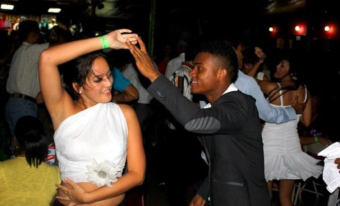 omar-y-nadja-bailando