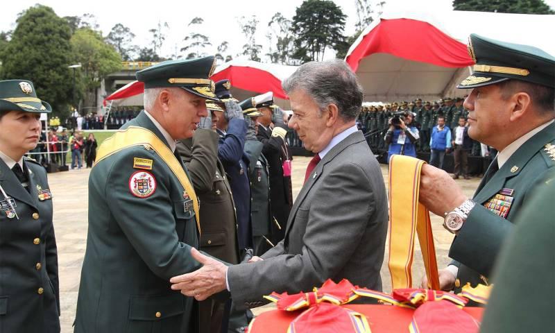 En el Día del Ejército Nacional, su comandante, el general Alberto José Mejía fue condecorado por el Jefe del Estado en la conmemoración de los 198 años de la Batalla de Boyacá.