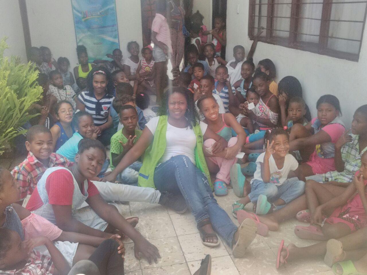 En Entregan Navideños Niños Puerto De A Recursos Regalos Escasos YbIfgv76y