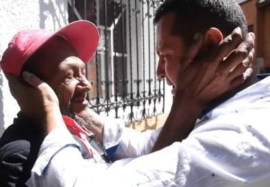 Policía encuentra a su padre en las calles de Medellín luego de 20 años